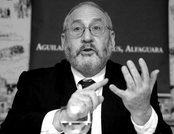"""25 Nobel per l'Economia contro Le Pen: """"Uscire dall'euro non è la stessa cosa che non esserci mai entrati"""""""