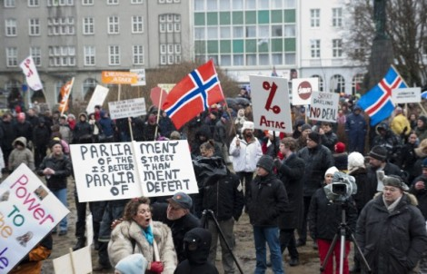 Iceland holds referendum on repayment